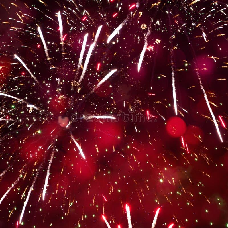 Czerwony Wakacyjny tło z fajerwerkami dla bożych narodzeń, nowy rok obraz stock
