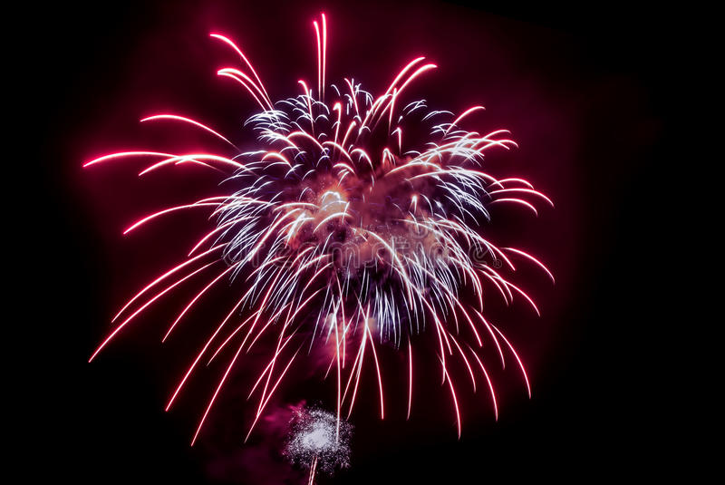 Czerwony Wspaniały fajerwerku tło zdjęcia royalty free