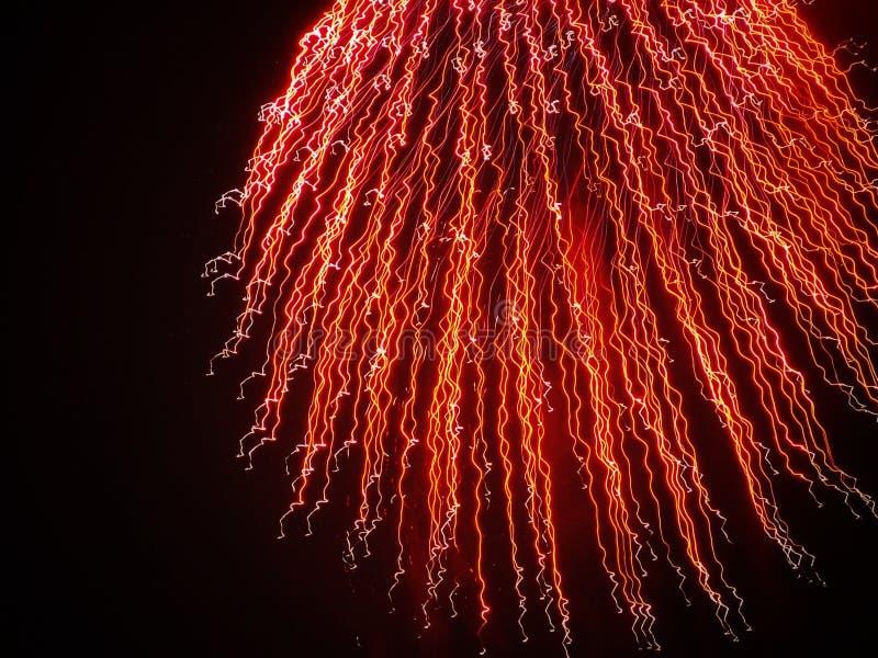 Czerwony wybuch: Ślada fajerwerki zdjęcia stock