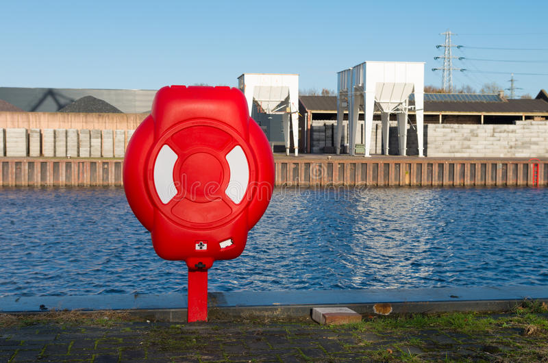 Czerwony zbawczy lifebuoy zdjęcia stock