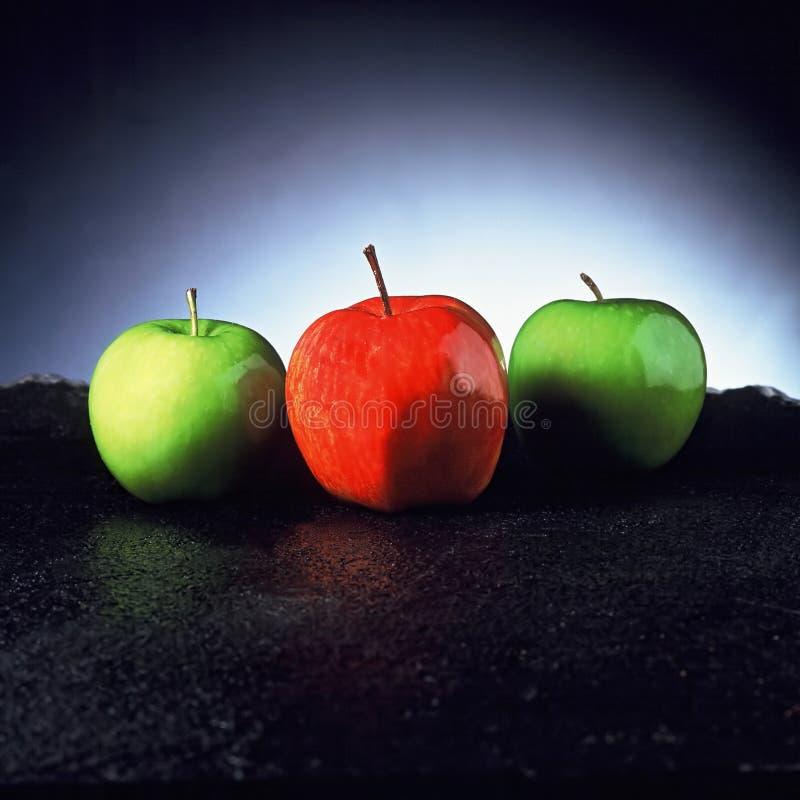 Download Czerwony zielone jabłka obraz stock. Obraz złożonej z owoc - 135249