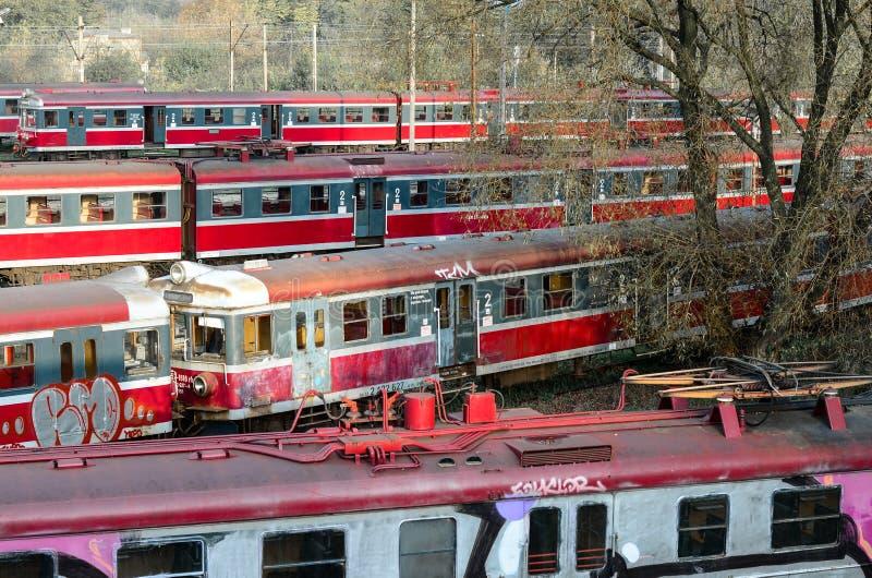 CZESTOCHOWA POLEN - OKTOBER 21, 2014: gammal och inte använd PKP-tra arkivfoto