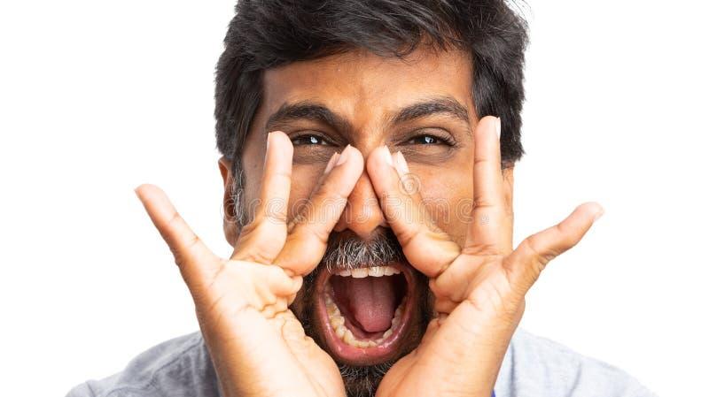 Czołowy zakończenie indyjski mężczyzna krzyczeć zdjęcie royalty free