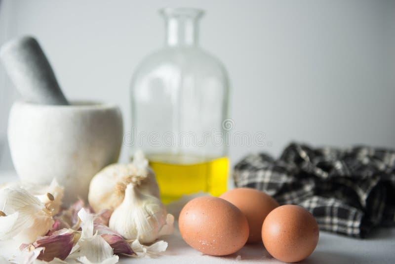 Czosnek, jajka i olej dla majonezu, fotografia royalty free