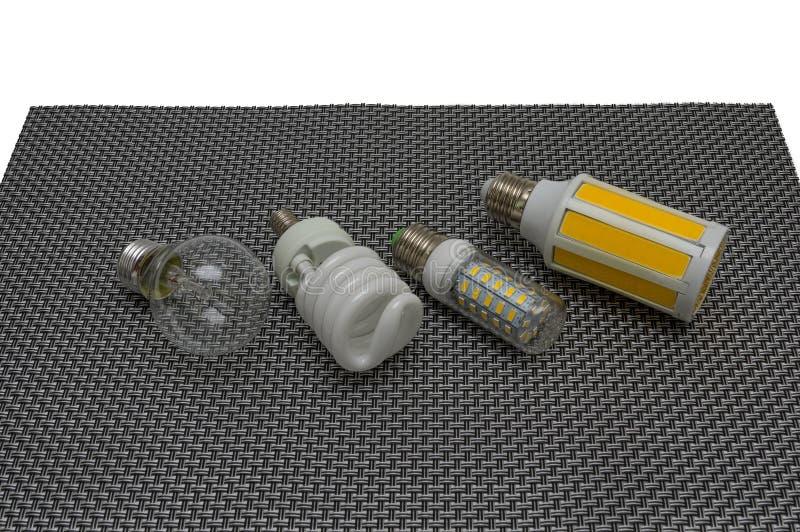 Cztery elektrycznej lampy na ciemnym tle, jarzeniowa lampa DOWODZONA, fluorescencyjny, fotografia royalty free