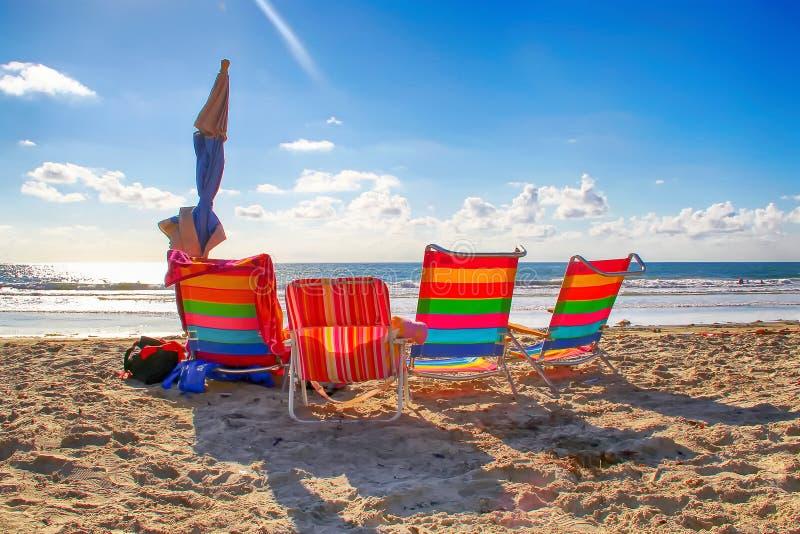 Cztery kolorowego plażowego krzesła w San Diego, Kalifornia zdjęcia royalty free