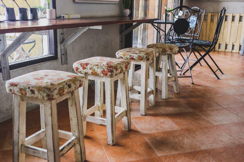Cztery krzesło w kawiarni obrazy royalty free