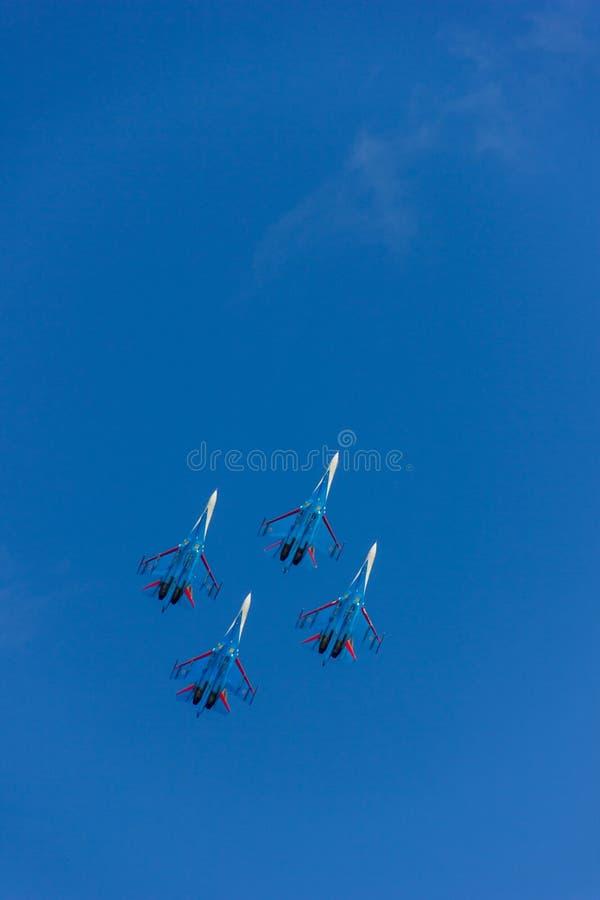Cztery latającego wojownika w niebieskim niebie obraz stock