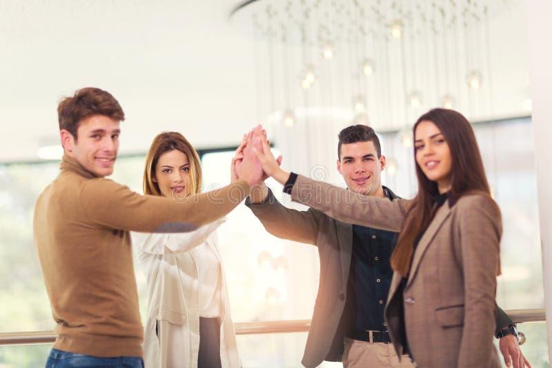 Cztery ludzie biznesu stawia ich palmy wpólnie up wewnątrz obraz royalty free