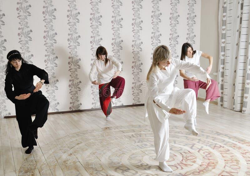 Cztery młodej kobiety praktyki joga zdjęcie royalty free