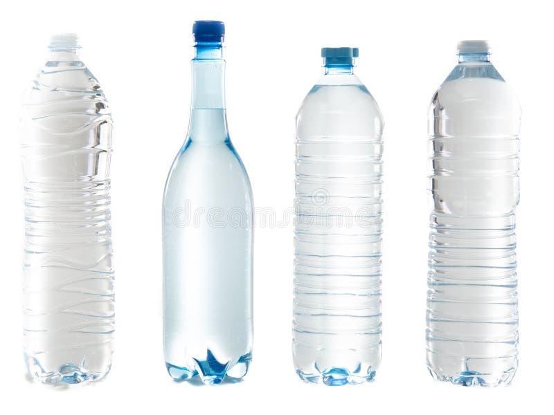 Cztery plastikowa butelka wody zakończenia nakrętki odizolowywać na białym tle zdjęcia stock