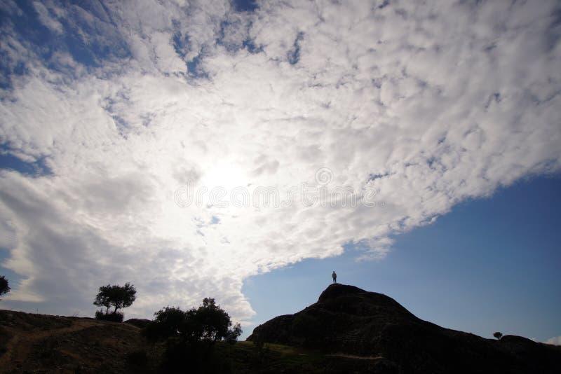 Czuć jak bóg na szczycie wzgórze w Meteor zdjęcia royalty free