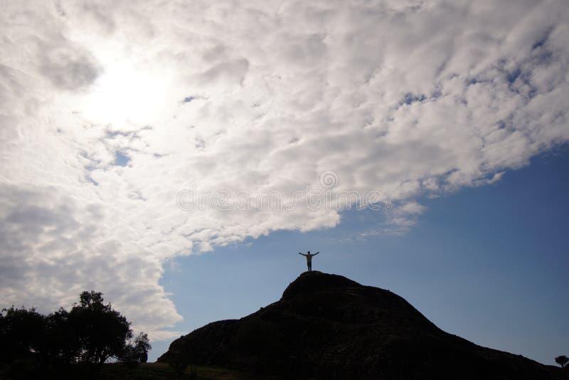 Czuć jak bóg na szczycie wzgórze w Meteor zdjęcie stock