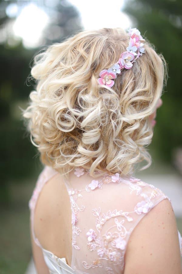 Czuły bridal blondynki uczesanie zdjęcia stock