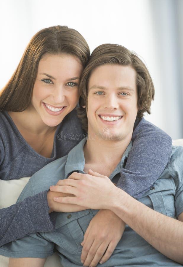 Czule kobiety obejmowania mężczyzna W Domu fotografia stock