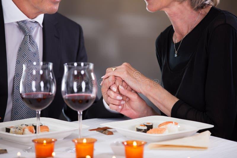 Czule para w restauraci obrazy royalty free