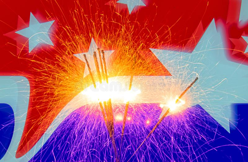Czwarty Lipa świętowanie z sparklers obraz royalty free