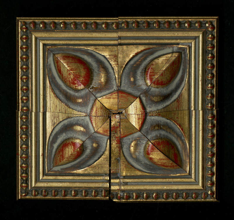 Czworościenna kwadratowa dekoracyjna różyczka drewniana otoczka obdziera fotografia royalty free