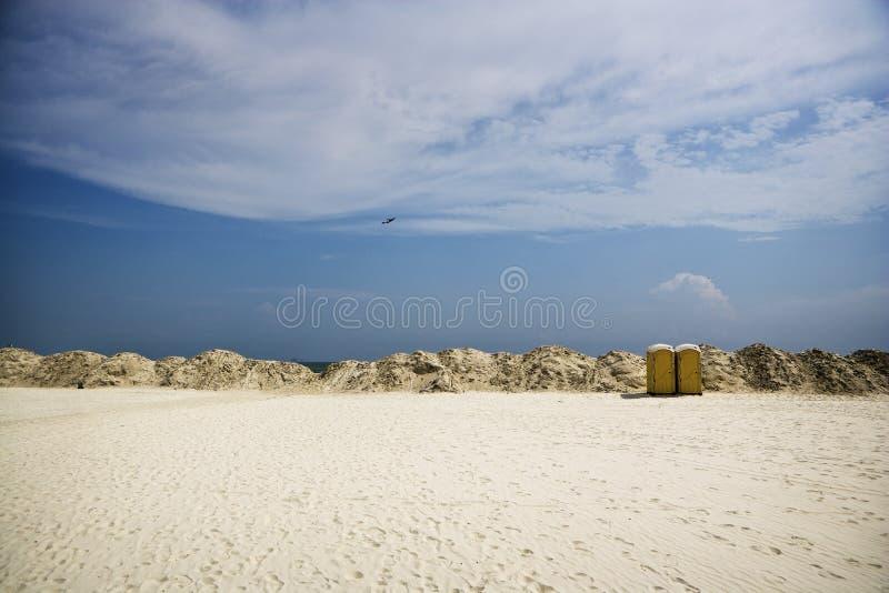 czyścić brzegowa zatoka wypiętrzał rezerwowego piasek zdjęcie stock