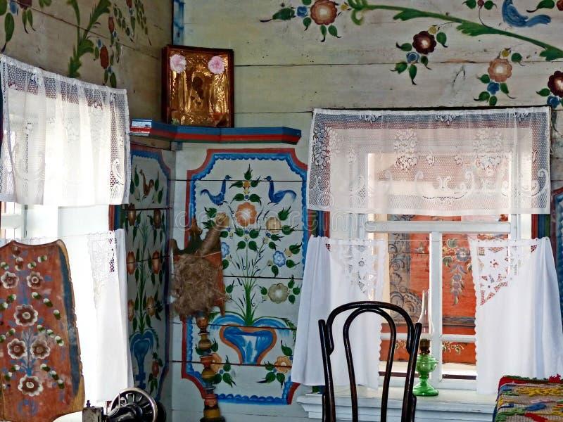 Czyści Białą część chłopa dom Cenacle Wnętrze chłopski izba Ural obraz jest unikalnym ludowym sztuką zdjęcia stock