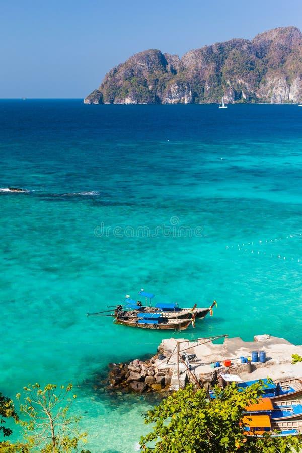 Download Czyści tropikalnego morze zdjęcie stock. Obraz złożonej z niebo - 53779608