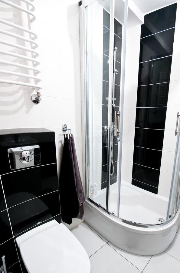 Czarny i biały łazienka zdjęcia stock
