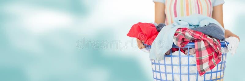 Czystego mienia pralniany kosz z jaskrawym tłem obrazy stock
