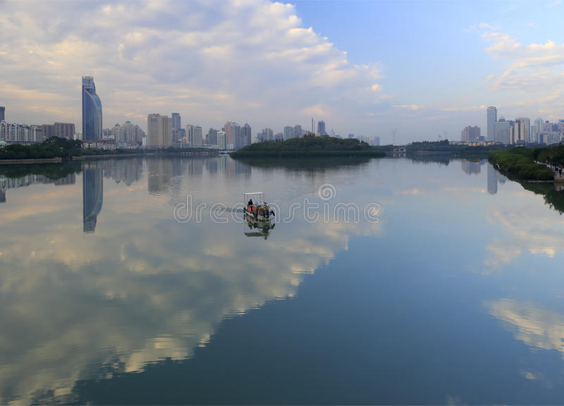 Czysty łódź patrol yundang jezioro fotografia royalty free