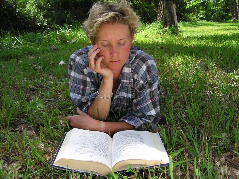 czytać czytający obrazy stock