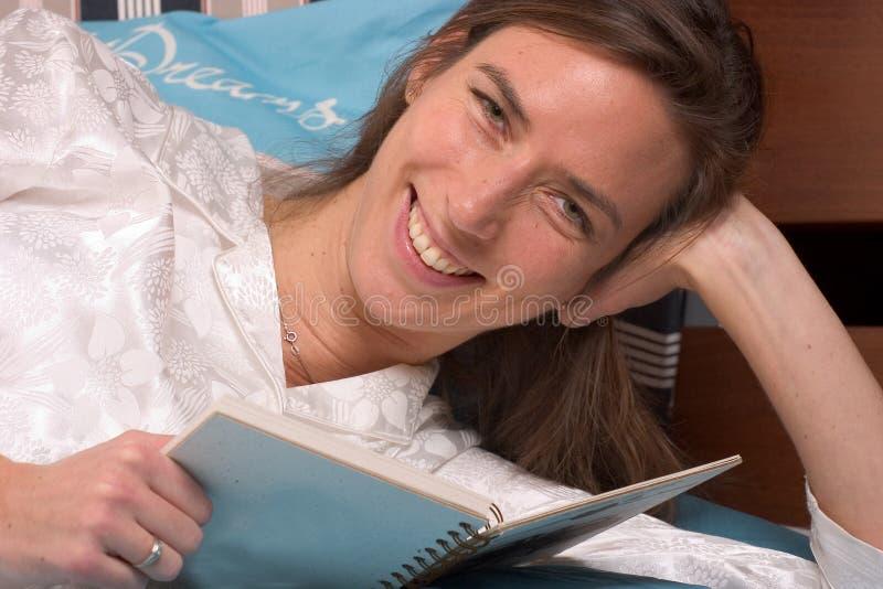 czytanie książki fotografia royalty free