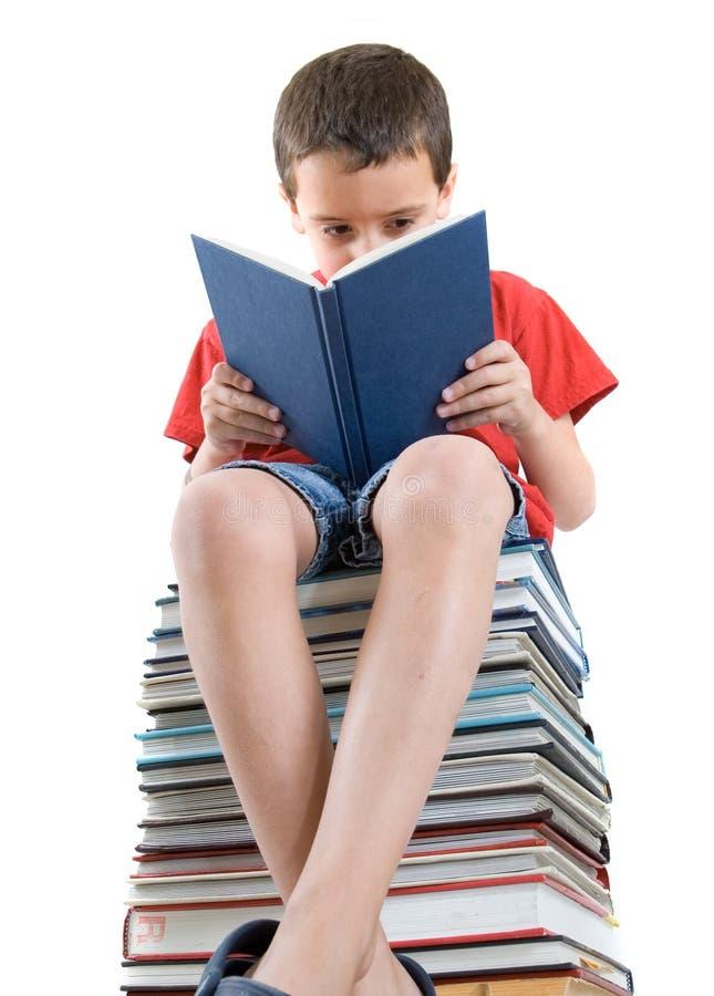 czytanie książki zdjęcia stock