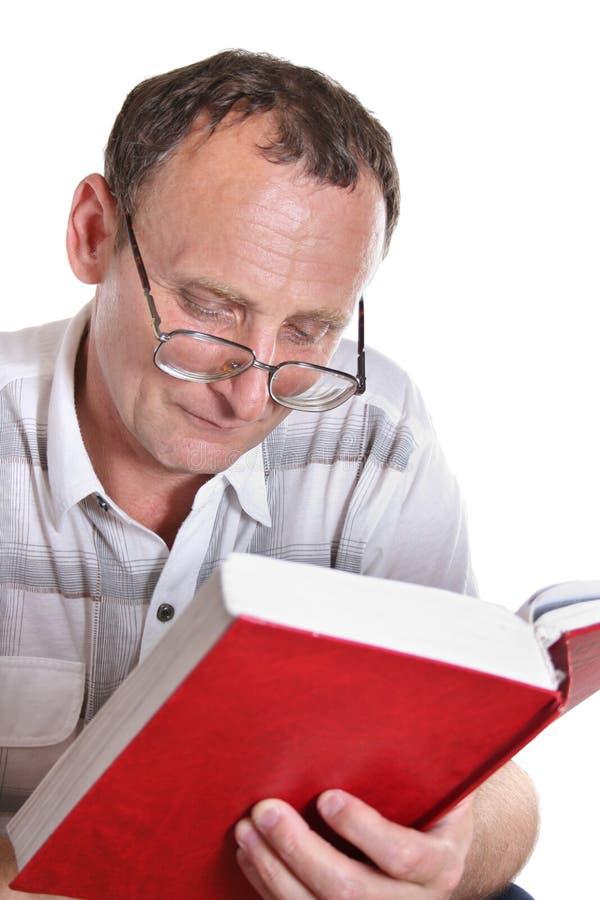 czytanie książki senior zdjęcie royalty free