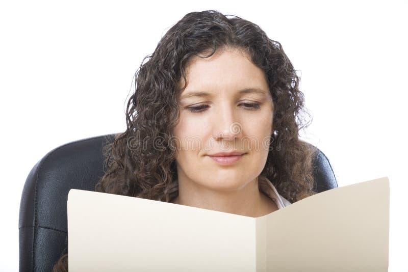 czytanie raportu zdjęcie stock