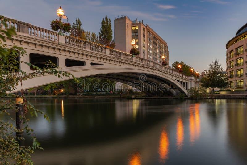 Czytelniczy most nad Rzecznym Thames, Berkshire, Anglia obraz royalty free