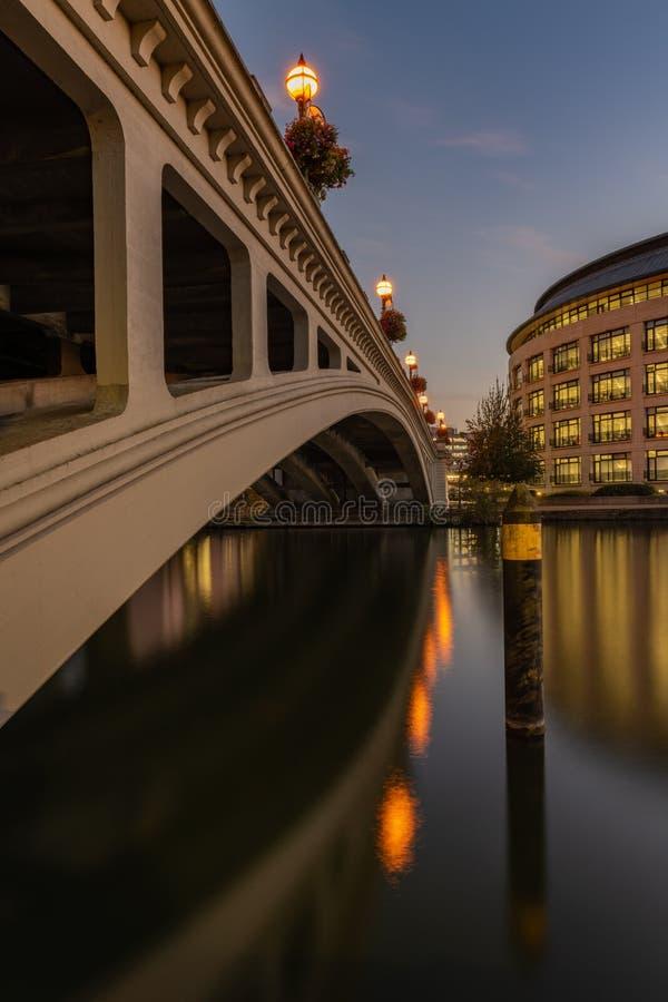 Czytelniczy most nad Rzecznym Thames, Berkshire, Anglia fotografia stock
