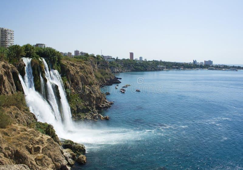 DÃ ¼ Höhle Wasserfall stockbilder