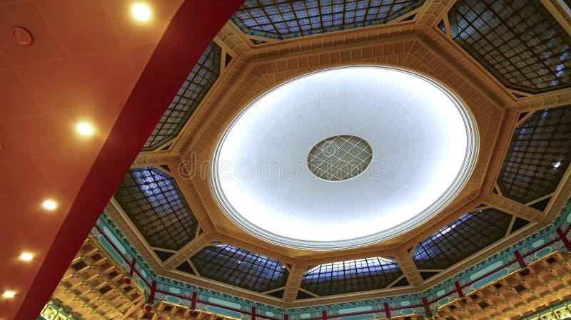 Décor del techo del teatro de la ópera imagen de archivo libre de regalías