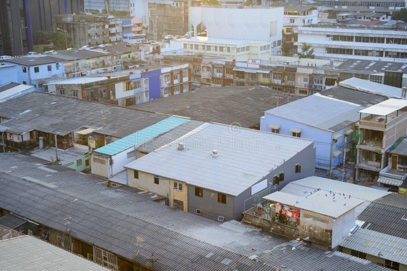 Dächer alter Bangkok-Stadt lizenzfreies stockbild