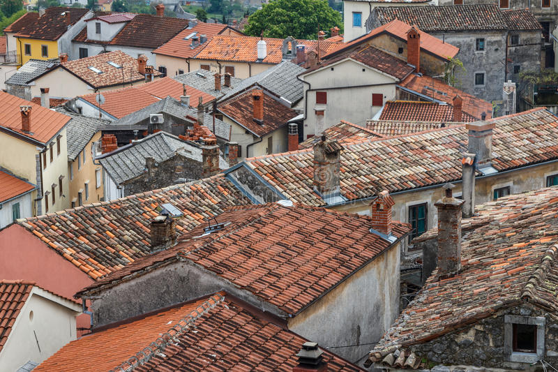 Dächer der Häuser in altem Dorf Kastav, Istria stockbilder