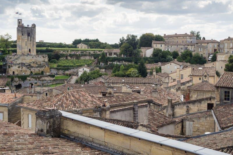Dächer von alten Häusern im kleinen Dorf lizenzfreie stockfotos