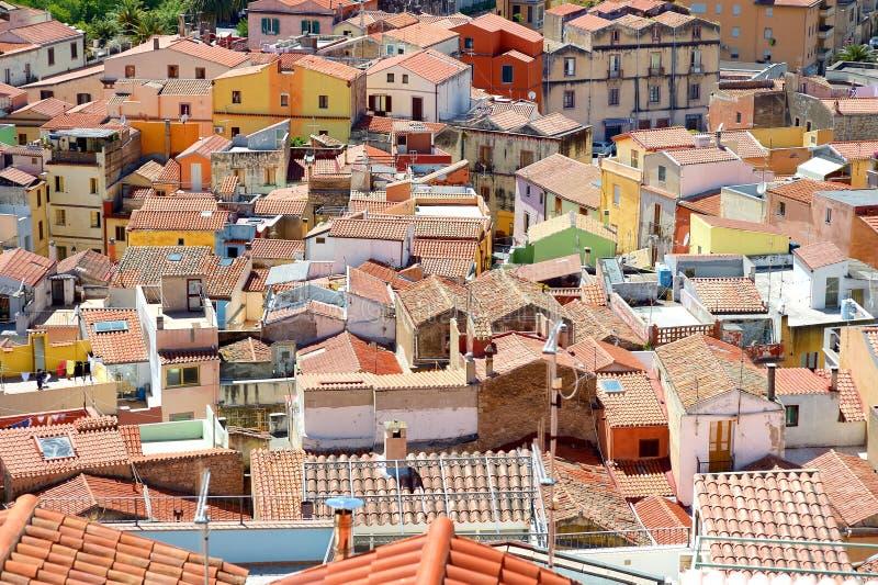 Dächer von Bosa-Stadt in Sardinien stockfotografie