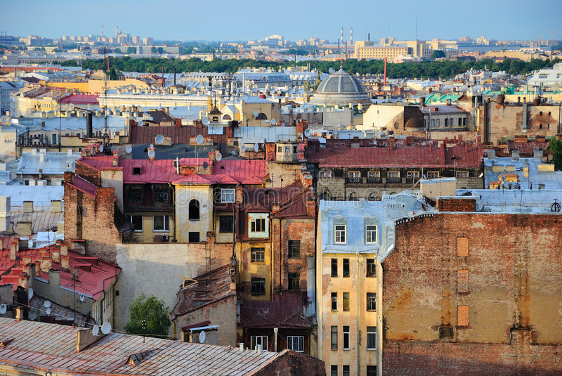 Dächer von St Petersburg lizenzfreie stockfotografie