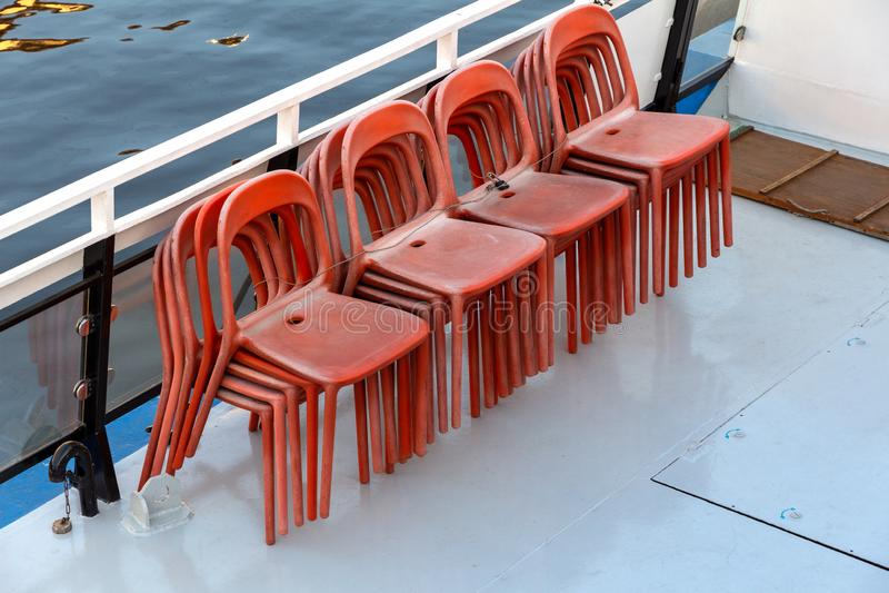 Däck av skeppet och stolarna fotografering för bildbyråer