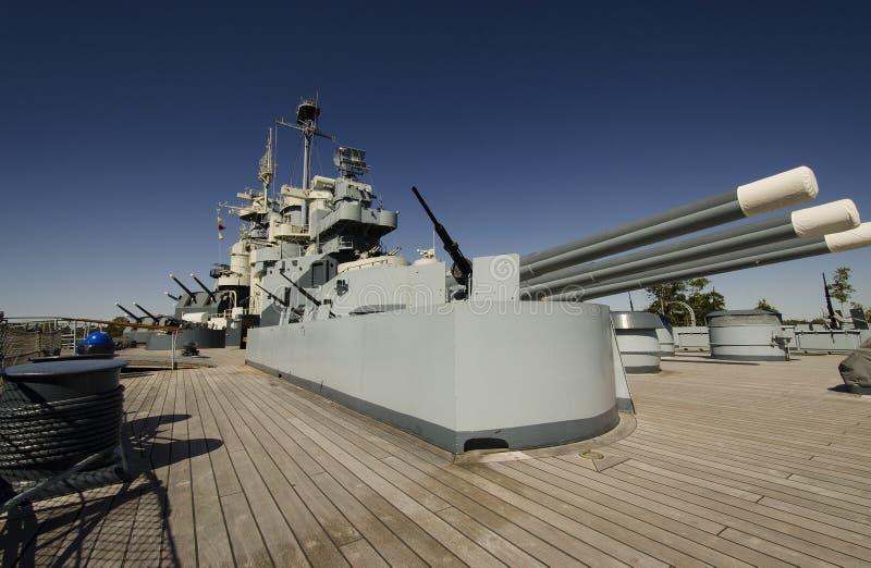 Däck av slagskepp 2 för världskrig II royaltyfri foto
