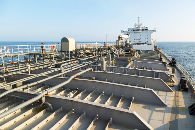 Däck av tankfartyget för olje- produkt arkivbild