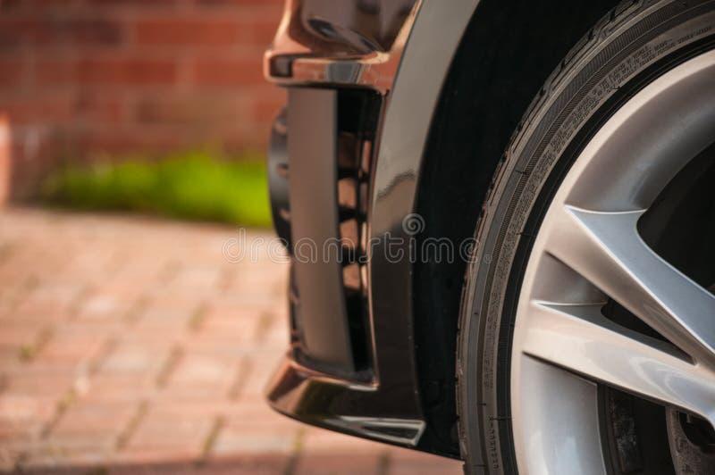 Däck-/gummihjul- och legeringshjul royaltyfri foto