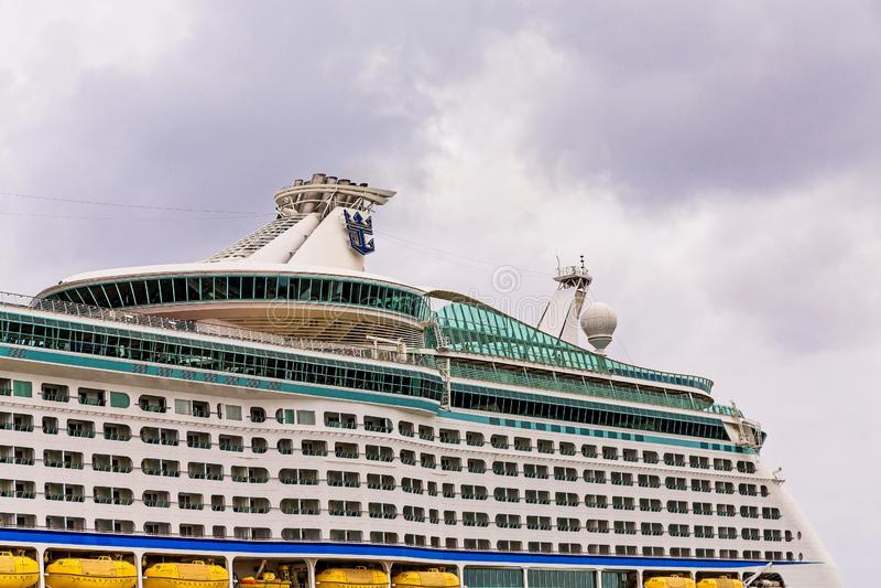Däck på det Royal Caribbean kryssningskeppet arkivfoto