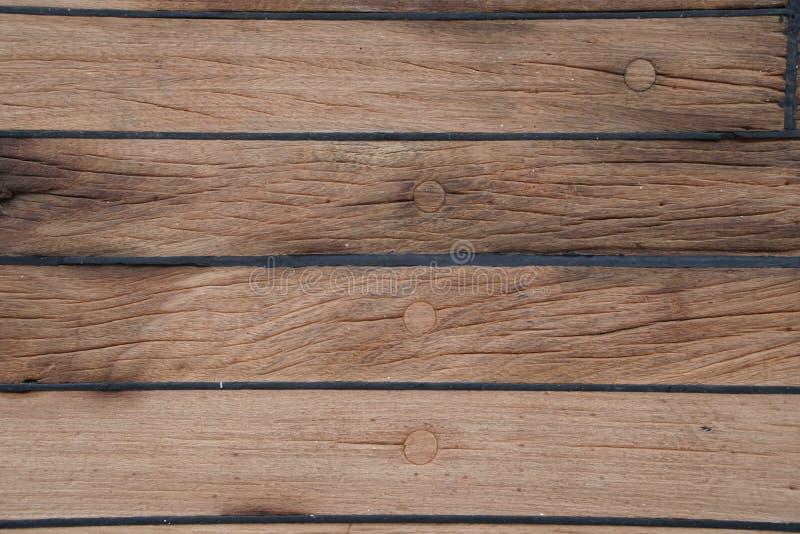 Däcket är på skeppet Trä texturerar yttersida medf8ort arkivfoton