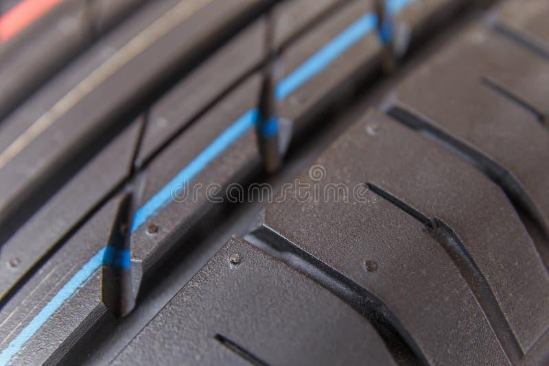 Däckmönstergummihjul och hjul royaltyfri bild