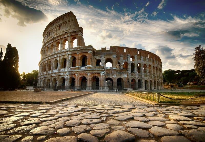 Dämmerung über Colosseum lizenzfreies stockfoto